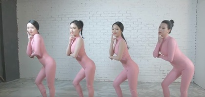 Six Bomb身穿粉紅色連身裝熱舞,現這套舞台裝遭韓國電視台封殺。翻攝youtube