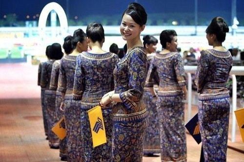 新加坡航空的空姐服裝亦帶著濃烈的南亞風采.jpg