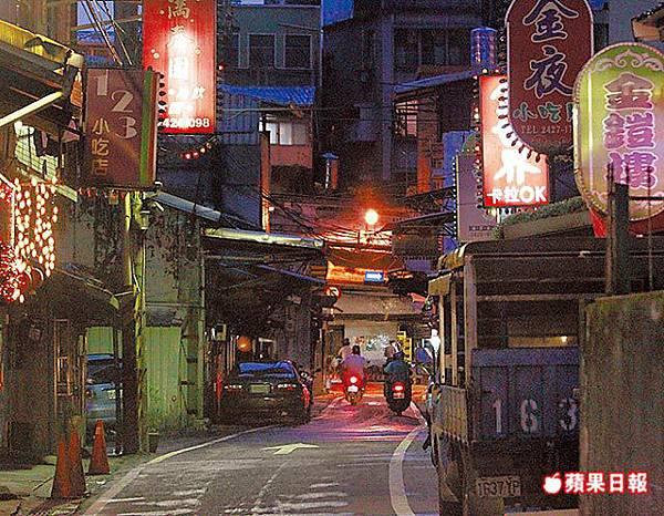 俗稱「鐵路街」的龍安街,是基隆著名的私娼寮聚集區域