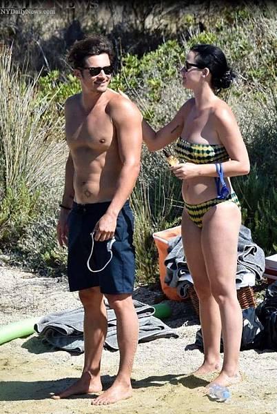 奧蘭多布魯(左)與凱蒂佩芮熱戀數月