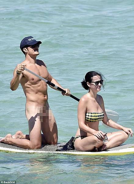 去年奧蘭多布魯全裸露出重點部位,與凱蒂一起上頭條