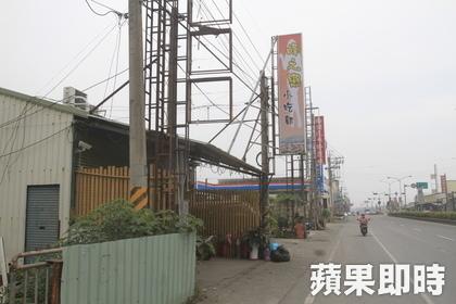 小吃店位於里港郊區省道台3線上