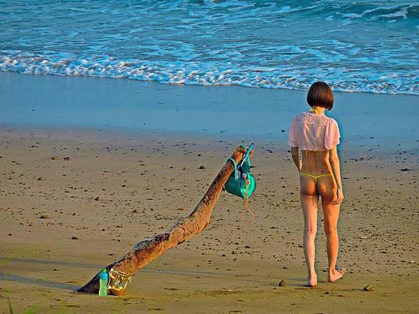 大奶酥今年6月底也曾因為穿著比基尼在北海岸玩水被民眾拍下po網,引起網友熱議