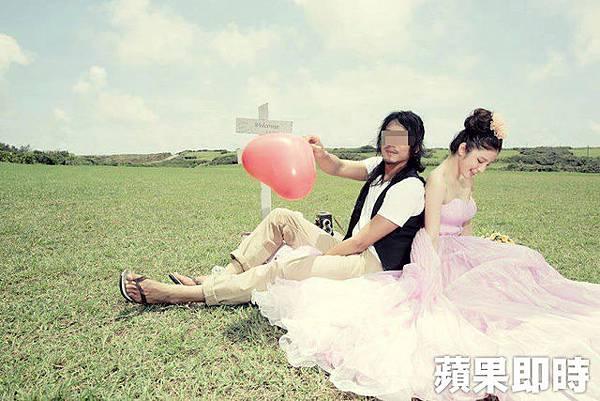 群交事件的攝影師本身也當過模特兒,與知名網拍模特兒陳泱瑾一起拍攝婚紗照