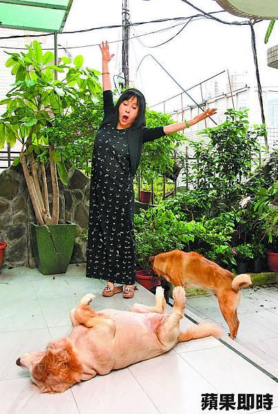 李亞萍寵愛家裡的「犬子女」