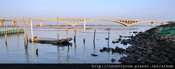 橋下風光3.jpg