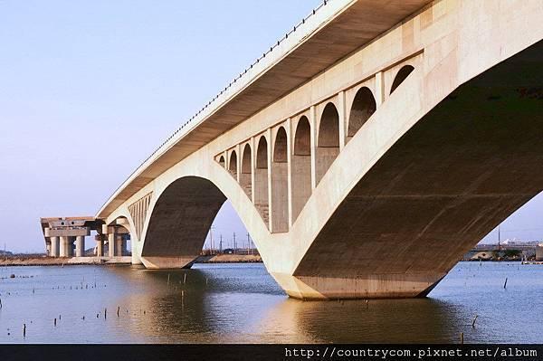 橋下風光.jpg