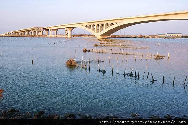 橋下風光2.jpg