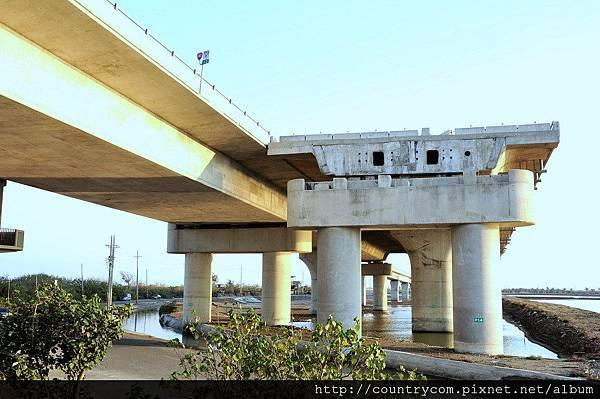 七股溪橋-南端.jpg
