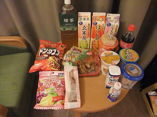 990706日本舞濱歐亞溫泉酒店附近的DAILY超市的戰利品.JPG