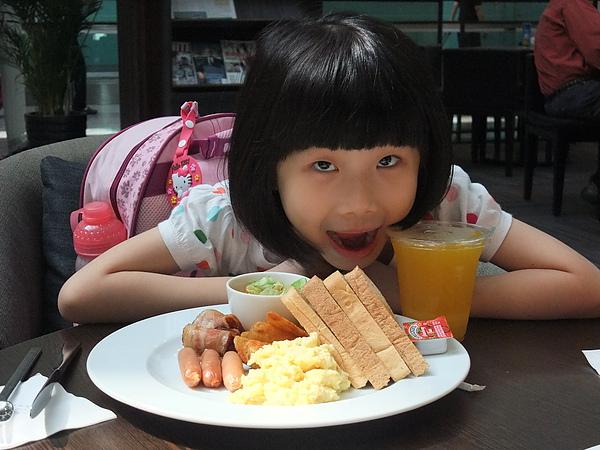 990706桃園國際機場JUST CAFE早餐-1.JPG