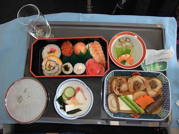 990706日本航空商務艙餐點-2.JPG