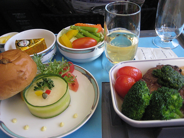 990706日本航空商務艙餐點-8.JPG