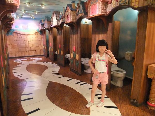 990707三麗鷗樂園-43(女生廁所).JPG