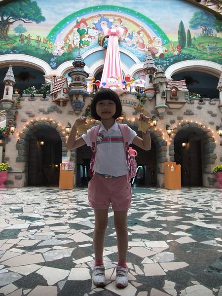 990707三麗鷗樂園入口廣場-8.JPG