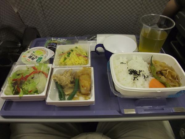 990715日本航空經濟艙餐點.JPG