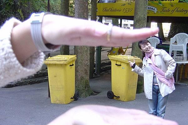 小黃垃圾桶