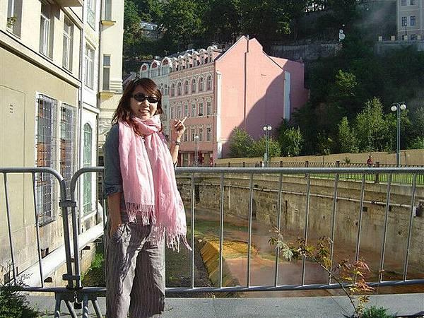 而且也有好多粉紅色的房子...老闆我要這棟