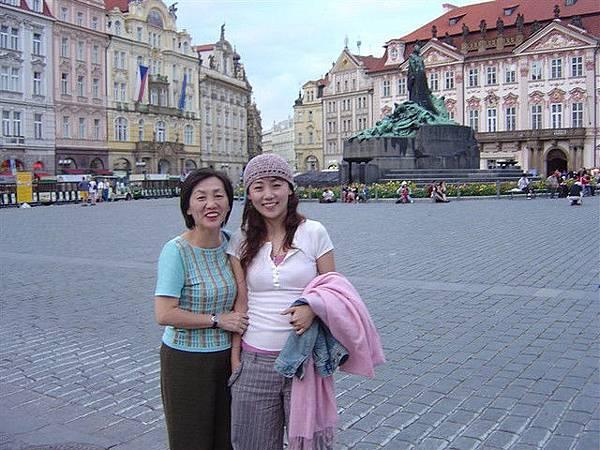 終於到了布拉格了啦...這是舊城廣場