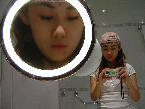 旁邊這個是在浴室的放大鏡...