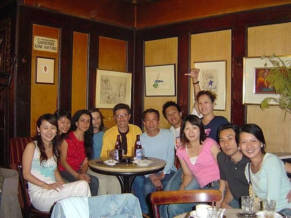 在維也納的超酷人文咖啡館教的新朋友