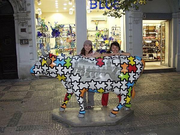 布拉格處處可見的彩色牛