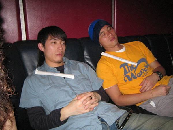 這兩位老兄也太累臉了一點吧~~~~