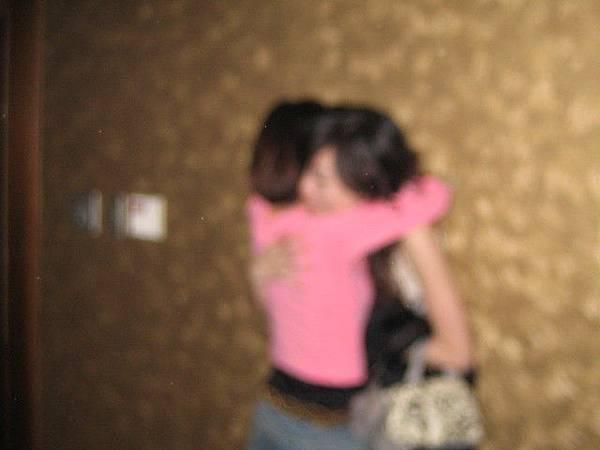 好模糊的擁抱歐但有緊有緊~~~~哈哈哈哈
