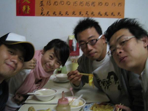中正橋旁超好吃傳統早餐店勒!!!讚啦!!