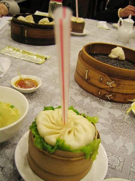 還有貨真價實的用喝的上海湯包