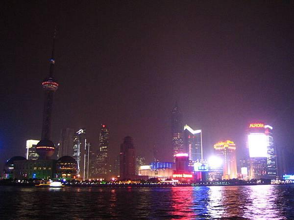 外灘看普東的夜景呢!!