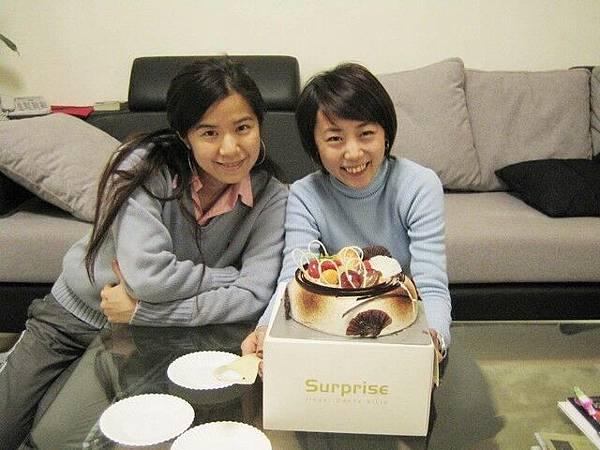 今年的生日竟然是在上海切蛋糕ㄟ