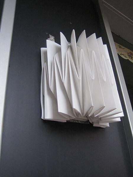 路邊的紙燈罩