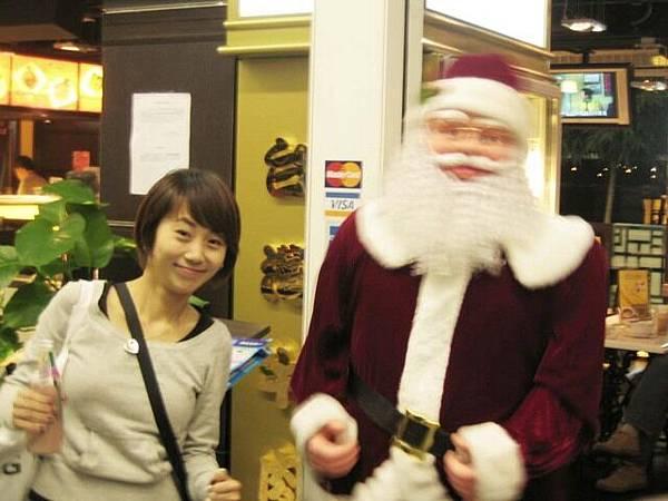 很拙的搖擺聖誕老人~阿很拙還拍~哈