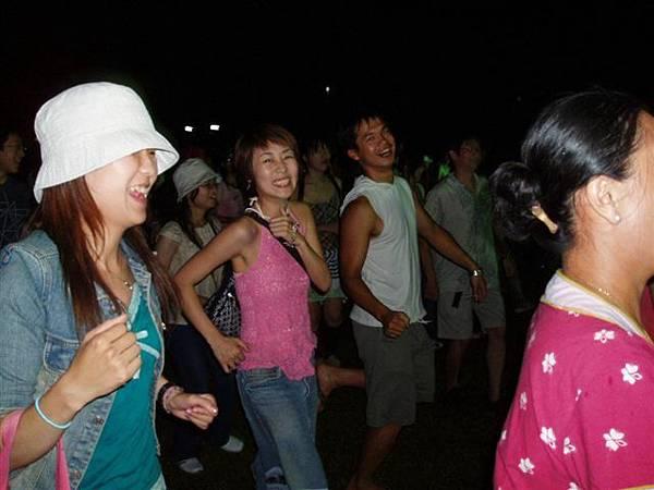 但跳這舞真的是超好玩的啦...笑死...哈