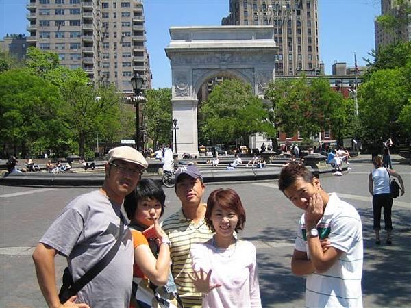 帥氣裝NEW YORKER的團體  哈