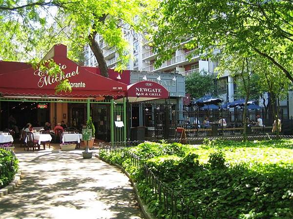 公園旁的餐飲店