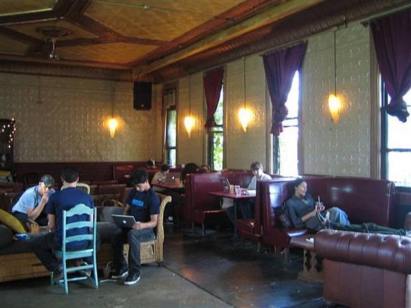 後面咖啡廳