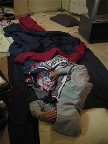 流浪漢ㄋㄟ..我的床在後面搭配睡袋使用...其實也還蠻好睡...