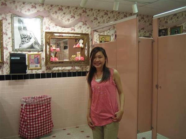 又來嚕...粉紅色的廁所