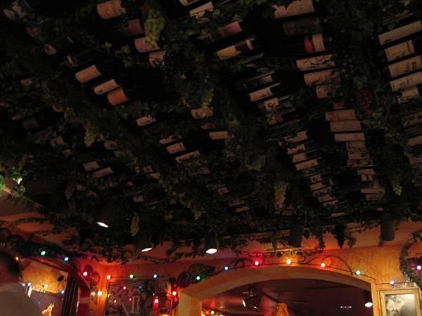 葡萄酒一定要放滿滿的天花板勒
