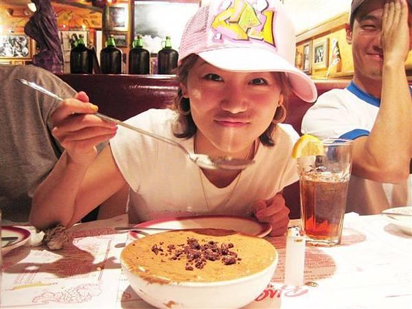 超大湯匙要用來吃超大提拉米蘇勒   好~吃