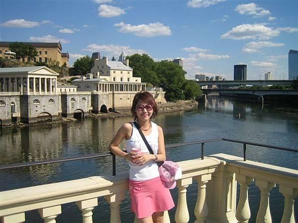 後面是費城的美術館
