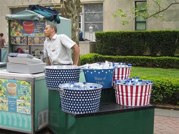 國旗造型販賣筒