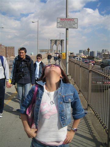 ㄚ我就被唬降子站橋中間站了三分鐘吧..笨