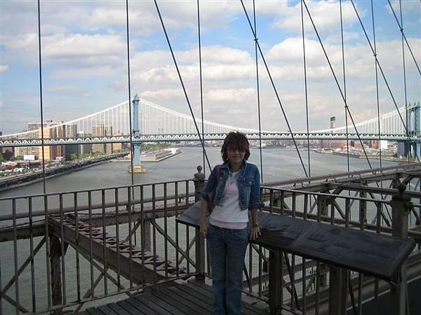 很想也叫後面的橋是布魯克林橋..但明明就已經在橋上了 哈....