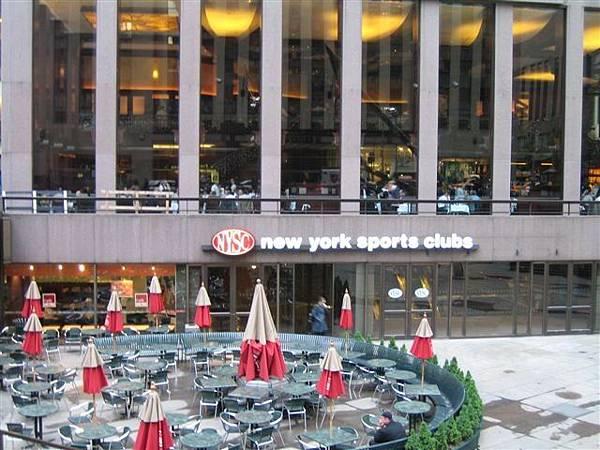 挑超高的餐廳...突然很想去吃DOZO...
