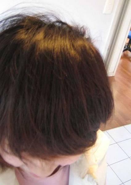 距離上一次自己染頭髮~~挖~五年前了吧!!吼~歲月催人老!...