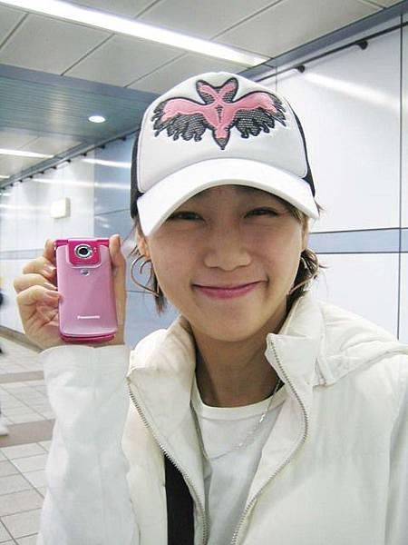 挖~~~是可子的新粉紅手機ㄟ!!!真口愛