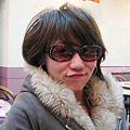 有沒有~~腫眼睛就是要戴墨鏡啦!!!